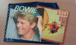 Vinyles de David Bowie et Kate Bush